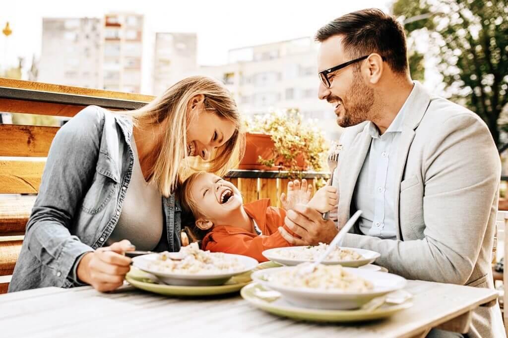 Srecna porodica zdrava hrana